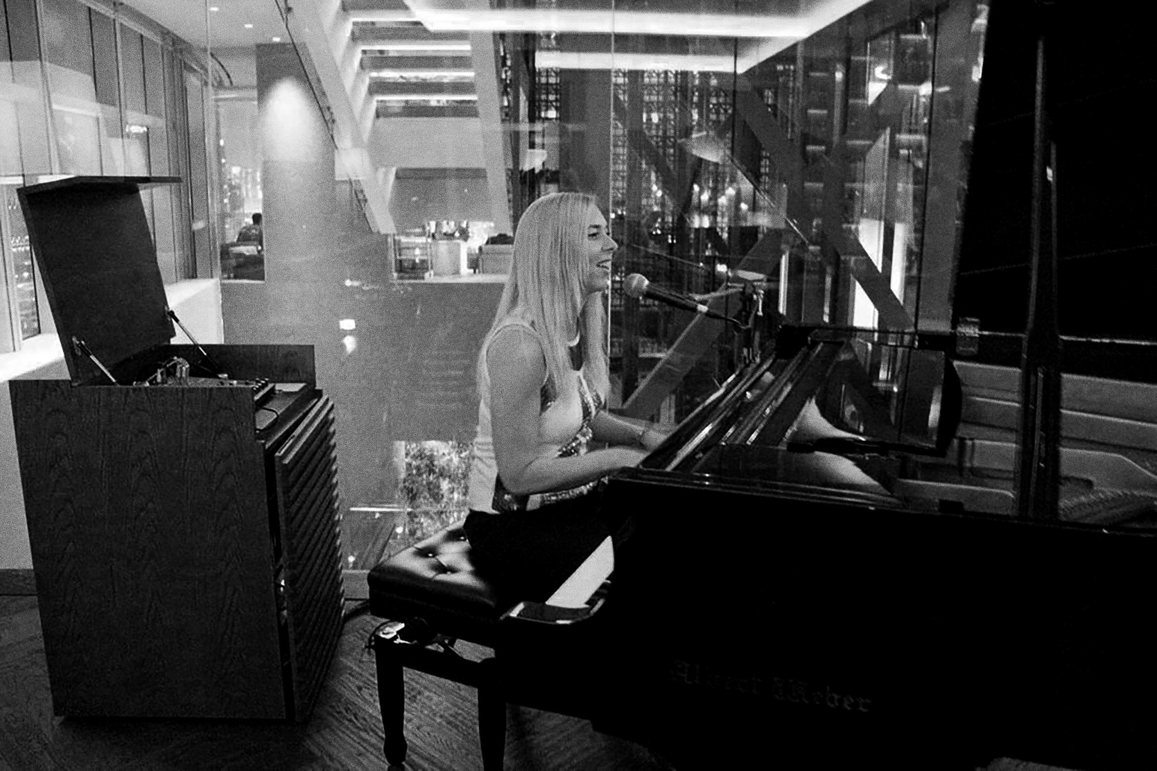 Adrienne Piano 06.jpg