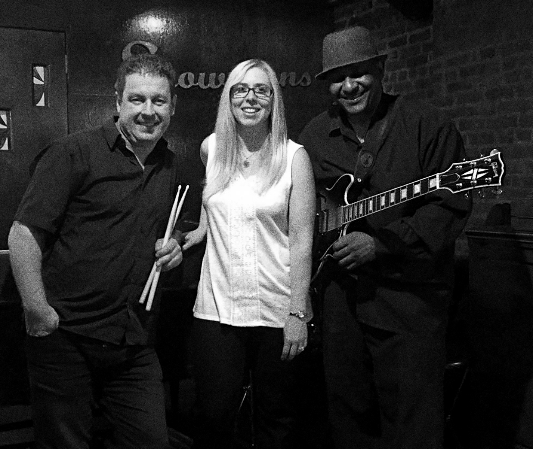 Adrienne Trio at Showmans 02.jpg