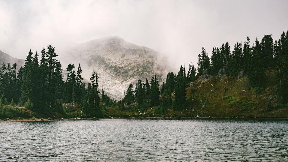lake-1209699_1920.jpg