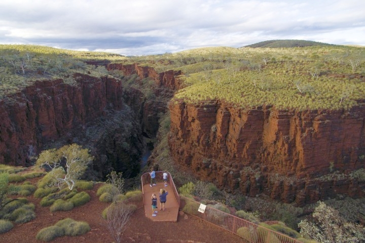 Karijini loolout at Dales Gorge from above