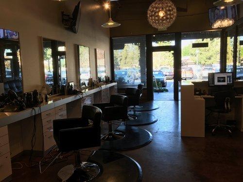Pic+of+inside+of+Salon.jpg