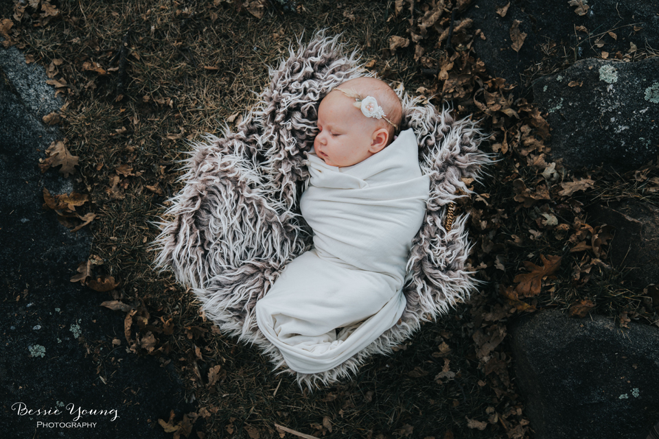 Outdoor Newborn Portraits Photographed by Bessie Young. This was a outdoor fall newborn portrait session at Indegeny Reserve. Sonora California photographer Bessie Young.