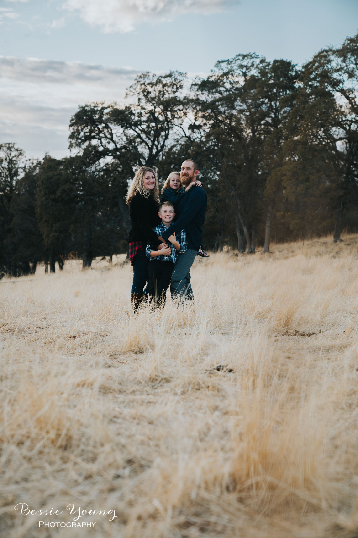 Sonora Fall Family Portraits | Sonora Photographer by Bessie Young