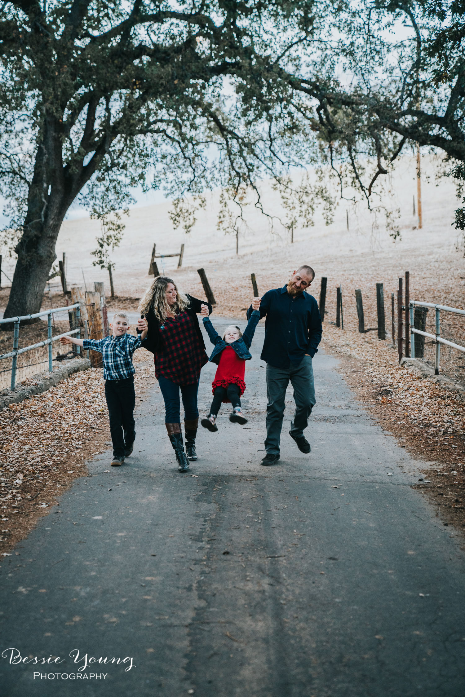 Sonora Fall Family Portraits | Sonora Photographer Bessie Young