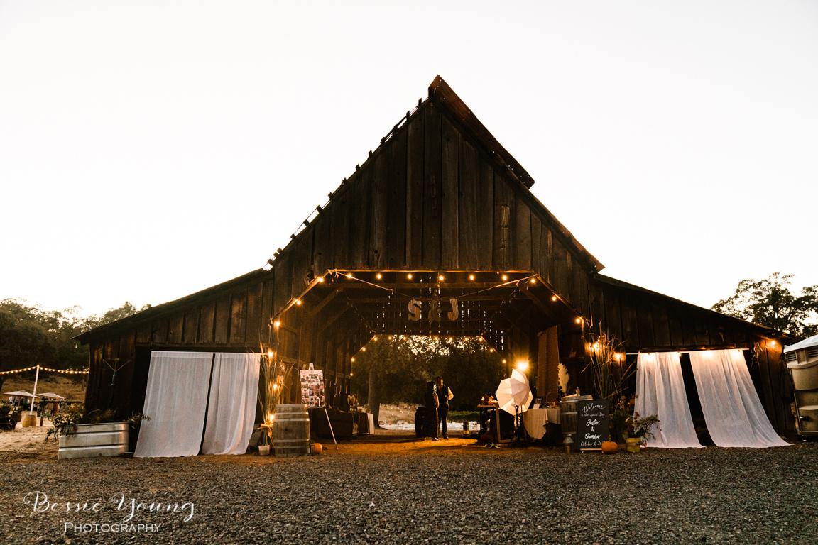 Zuni Vineyard Wedding Venue by Bessie Young Photography