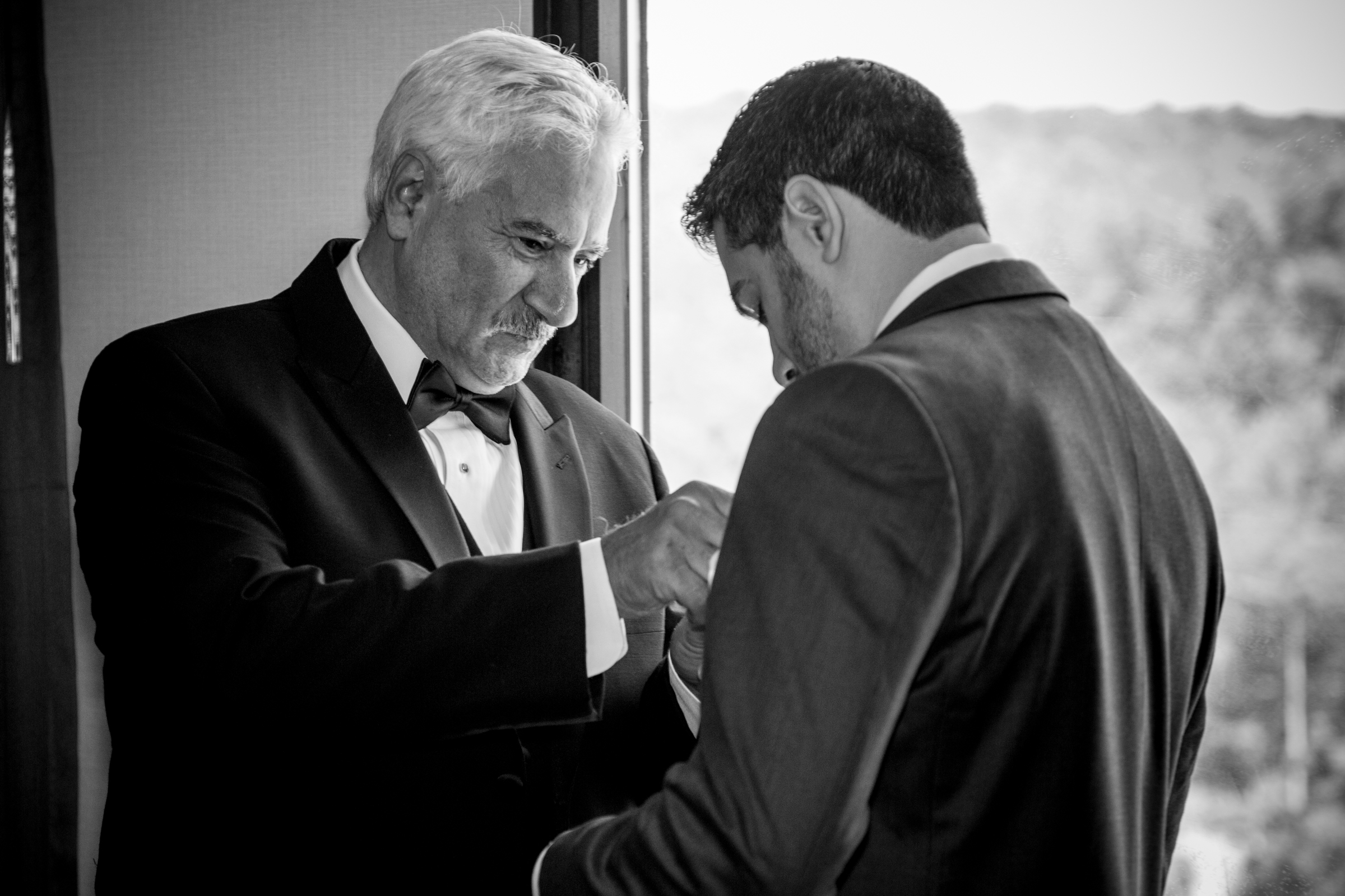 trump-national-golf-course-groom-wedding-photos