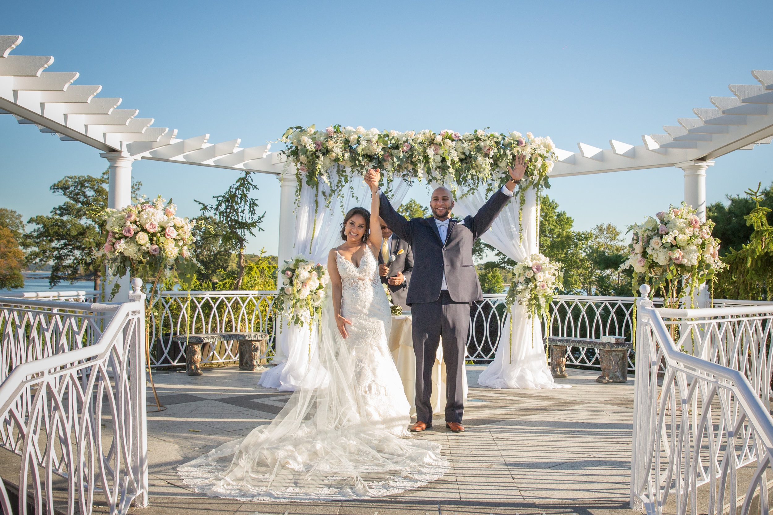 vip-country-club-bride-and-groom-wedding-day-photographer