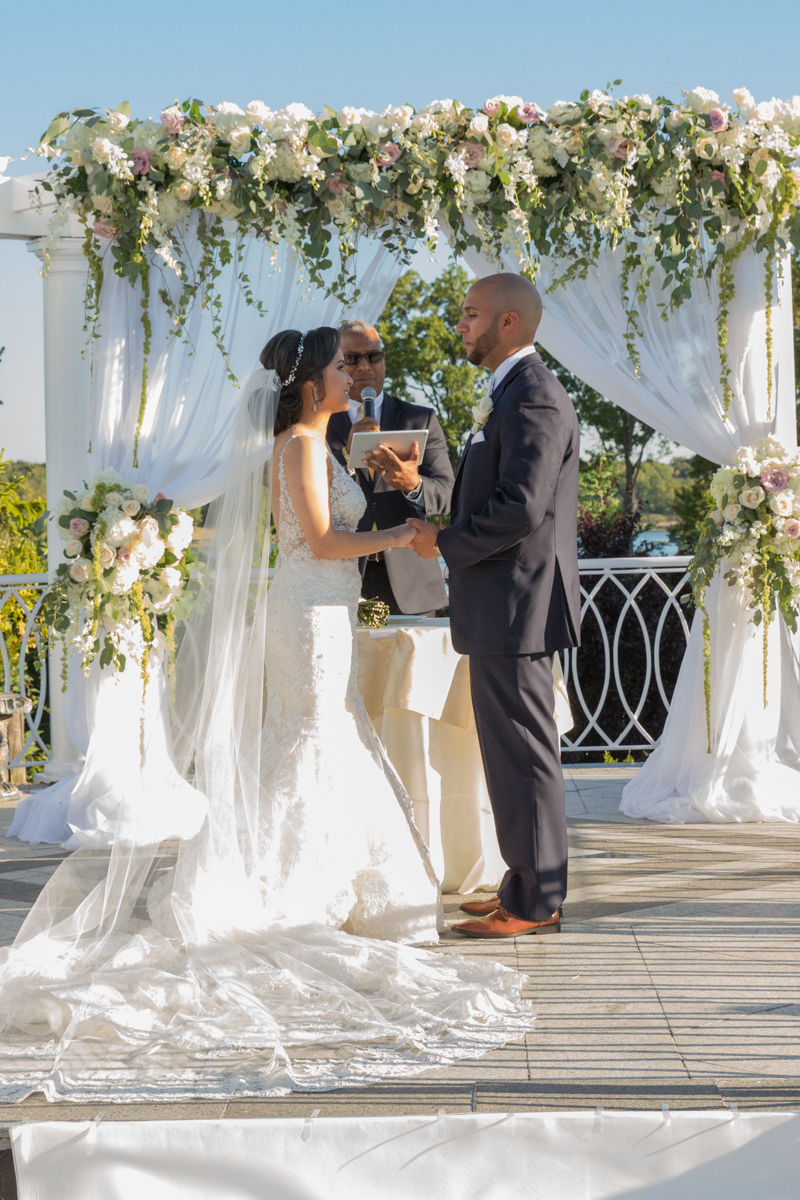 vip-country-club-couple-on-wedding-day-photo