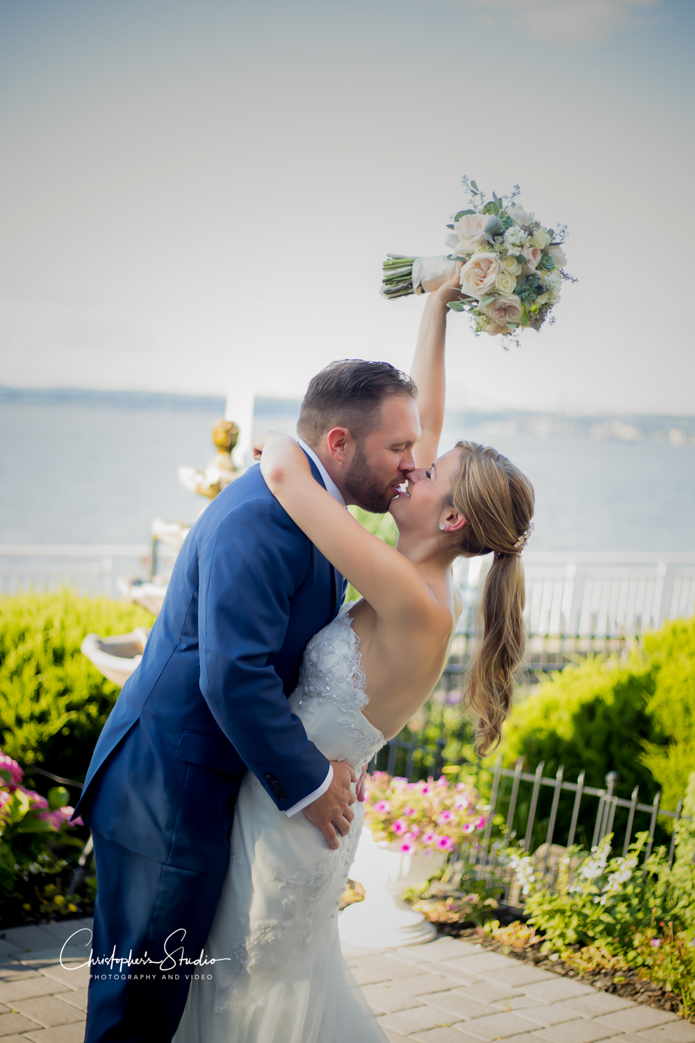 the-view-on-the-hudson-bride-and-groom-kiss