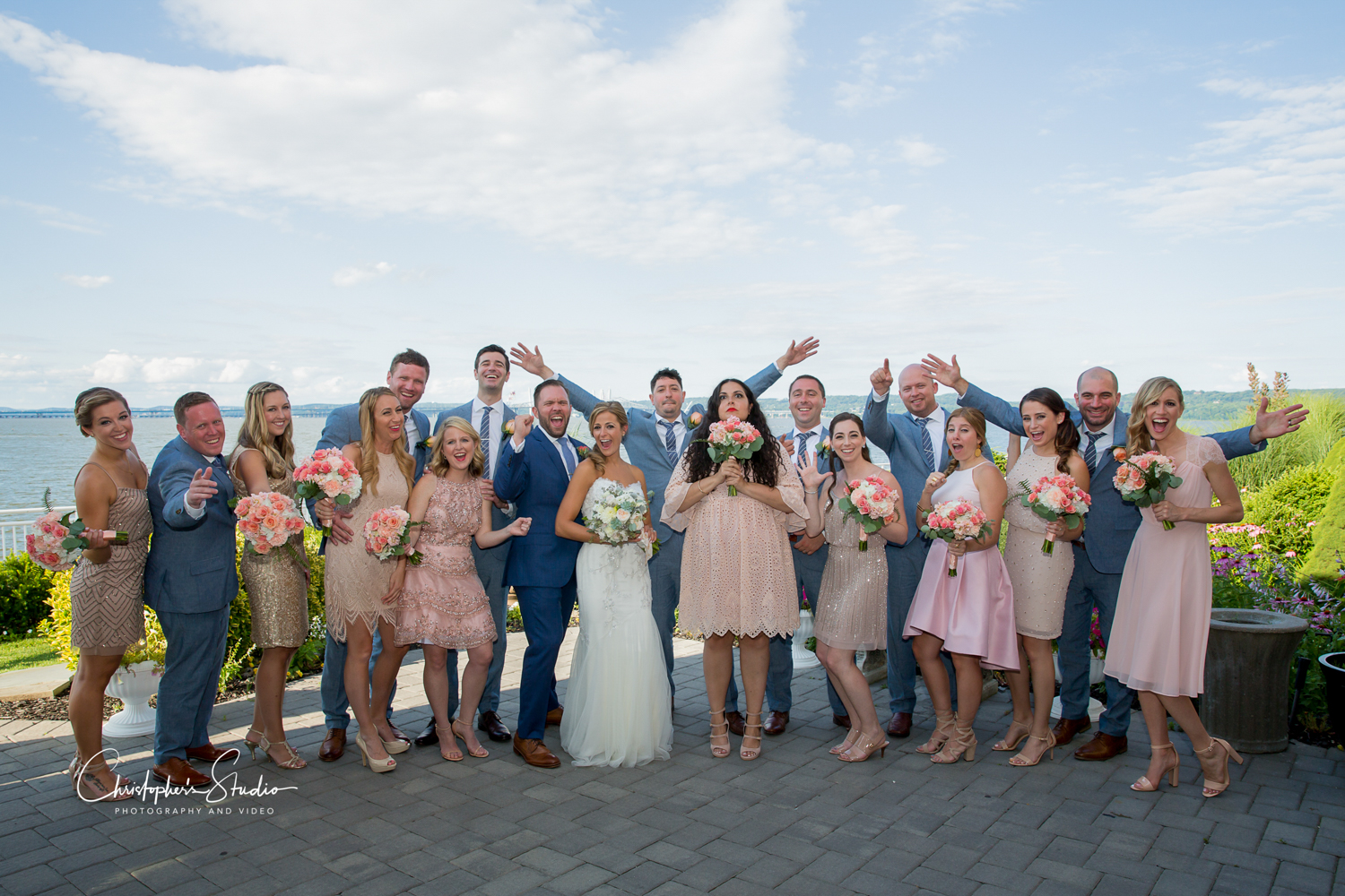 the-view-on-the-hudson-bride-and-groom-wedding-party-photos