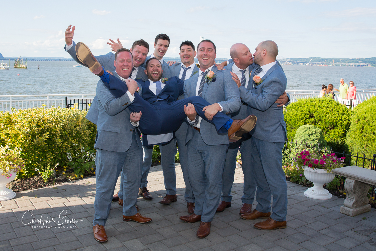 the-view-on-the-hudson-groom-and-groomsmen-photo
