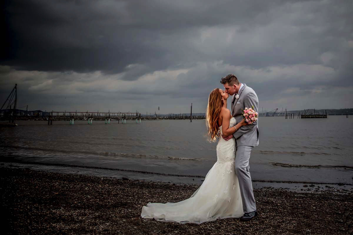 the-view-on-the-hudson-wedding-bride-and-groom-photos