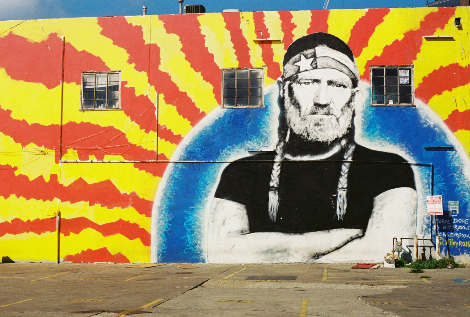 Willie Downtown @ East 7th and Neches, Artist: Wiley Ross