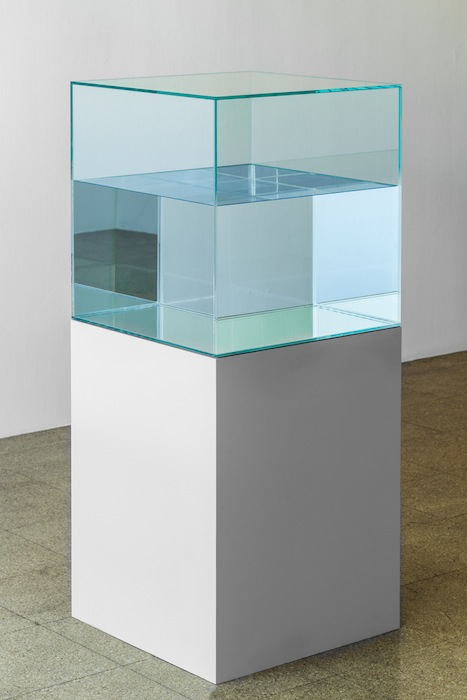 Ann Veronica Janssens, Azurite Pantone, 2010, glass, silkscreen, silicone sheet, paraffin oil, 1 aquarium 50 x 50 x 50 cm + base 50 x 50 x 65 cm, edition 1 of 1, 1