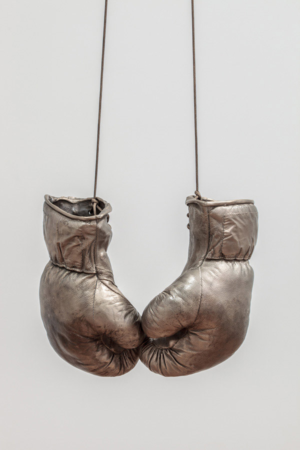 Fiona Banner, Unboxing, 2012, bronze, parachute cord and wooden box