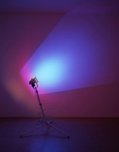 Ann Veronica Janssens, Sky Blue, 2005, 300 watt halogen lamp, dichroic color filter