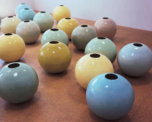 Jorge Pardo, Pots (Installation view), 1997-99, Glazed ceramics, 25 in. diameter
