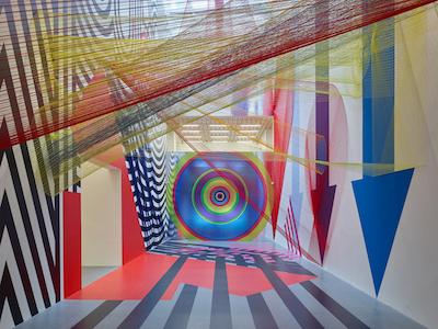 Pae White: Ausstellungsansicht (Detail) Foto: Tom Gundelwein