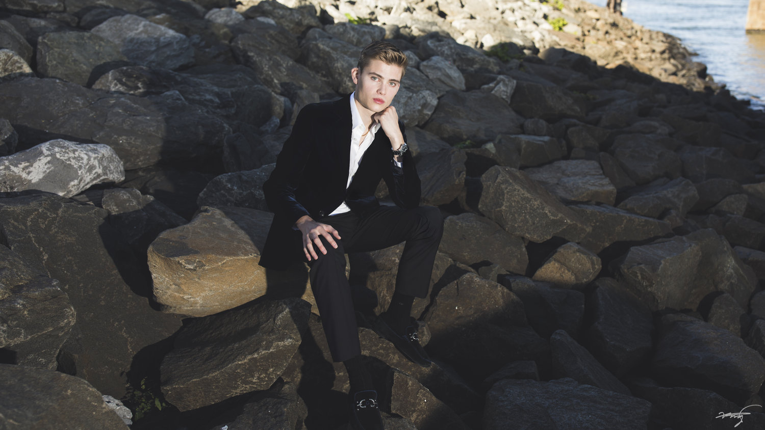 COLTON PELTIER BIOGRAPHY    - At the age of nine, Colton Peltier made his orchestral debut with the Saint Paul Chamber Orchestra and since then has performed extensively as a soloist and has performed numerous concerti under the batons of conductors such as Gianandrea Noseda, Lawrence Leighton Smith and Osmo Vȁnska...