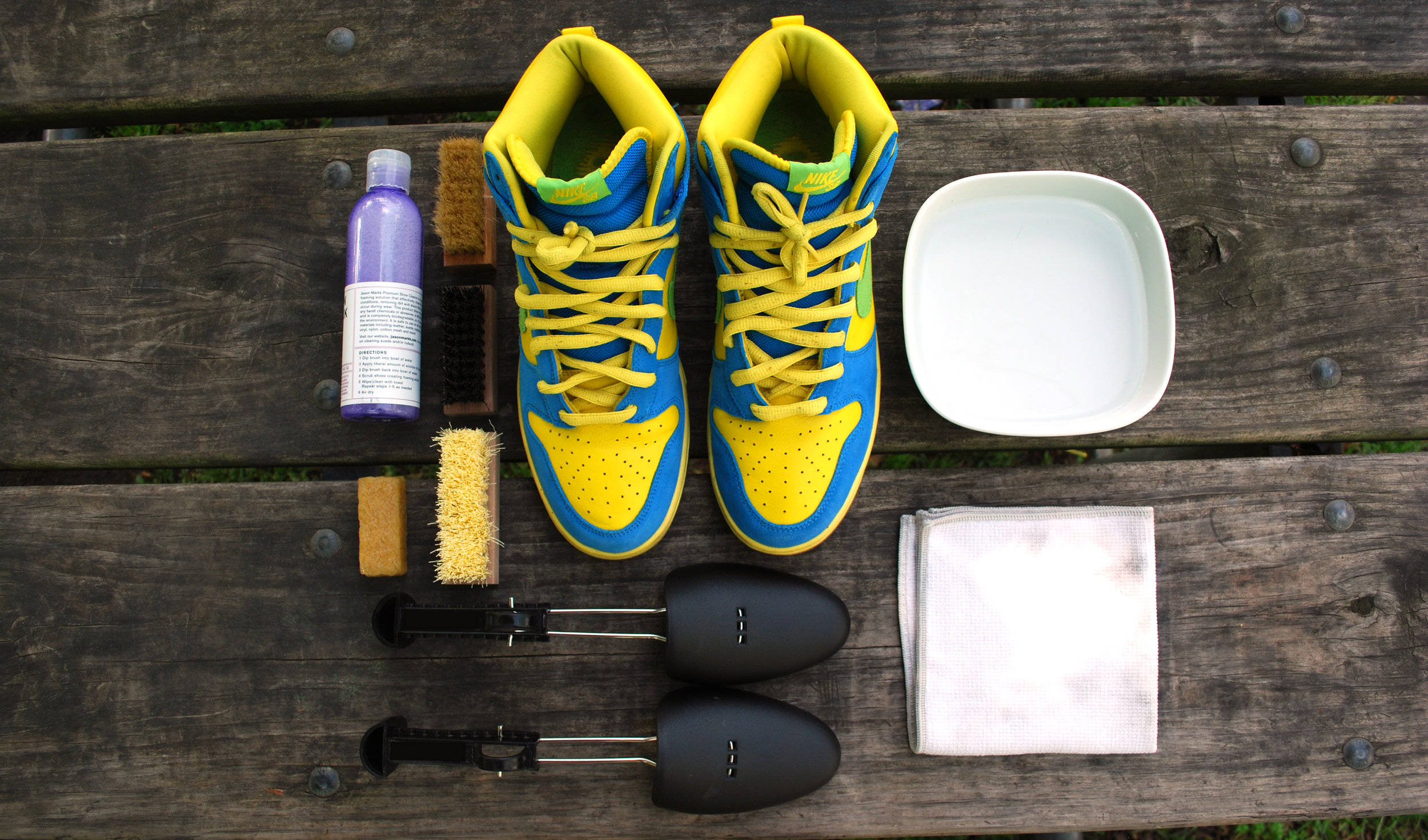 TOP QUALITY SNEAKER CLEANING PRODUCTS AND MATERIALS -