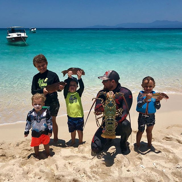 Inspiring the next generation of Team Aimrite! #aimrite #spearguns #spearfishing #teamaimrite #australia #youngguns #grommets #crayfish #sandcay #lovinglife @spearfishing_reviews @spearfishing_international @spearchannel @sp.f @spearfish.and.freedive.world @cassjanea @anthonygreenwood105 @astiegreenwood @laurenmareep @themadhueys
