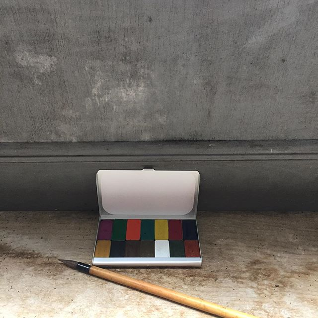 A limited edition aluminium watercolour travel palette(9.3cm x 5.7cm) with metal pans from #expeditionaryart #plasticfree #naturalpigments