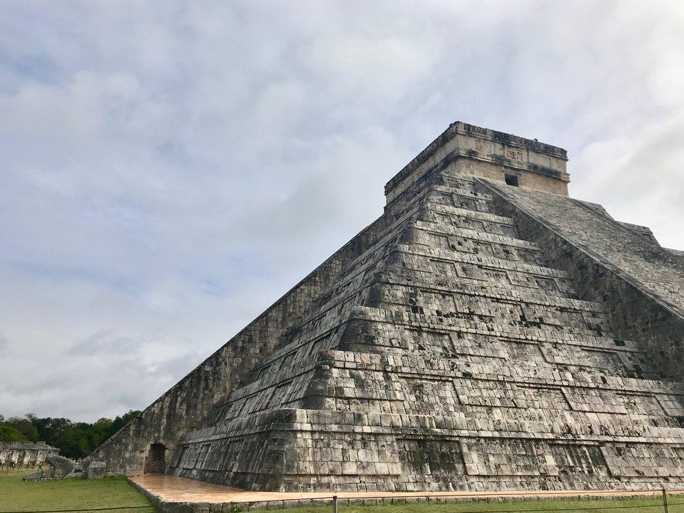 rsz_ochre-and-beige-design-blogging-service-inspiration-abroad-mexico-chichen-itza-snake.jpg