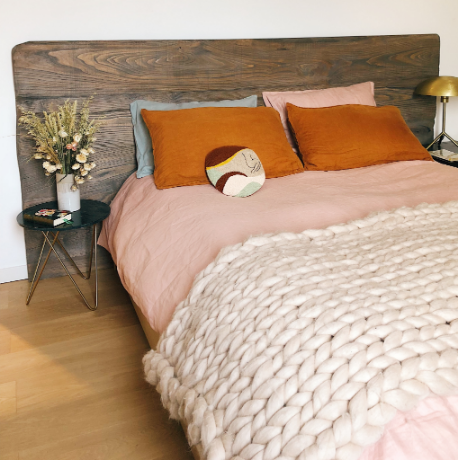 YOURBIZ-LOCATION-guest-bedroom-spring-essentials-cozy-bed.png