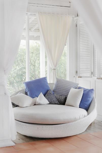 YOURBIZ-LOCATION-guest-bedroom-spring-essentials-pillows-nook.png