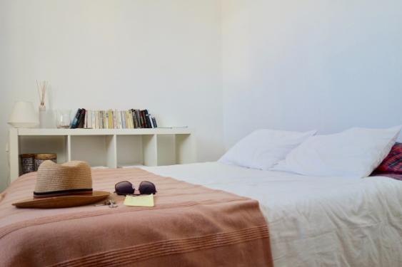 YOURBIZ-LOCATION-guest-bedroom-spring-essentials-travelers.png
