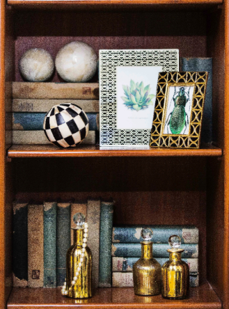 BIZ-LOCATION-how-to-style-bookcase-tabletop-item-groupings.jpg