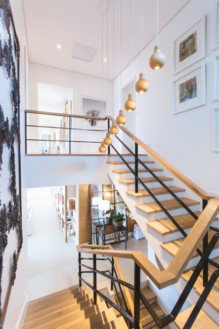 BIZ-LOCATION-how-to-choose-lighting-hanging-pendants-stairwell.jpg
