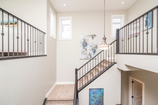 BIZ-LOCATION-real-life-interior-design-compared-to-reality-tv-entryway-stairwell.jpg