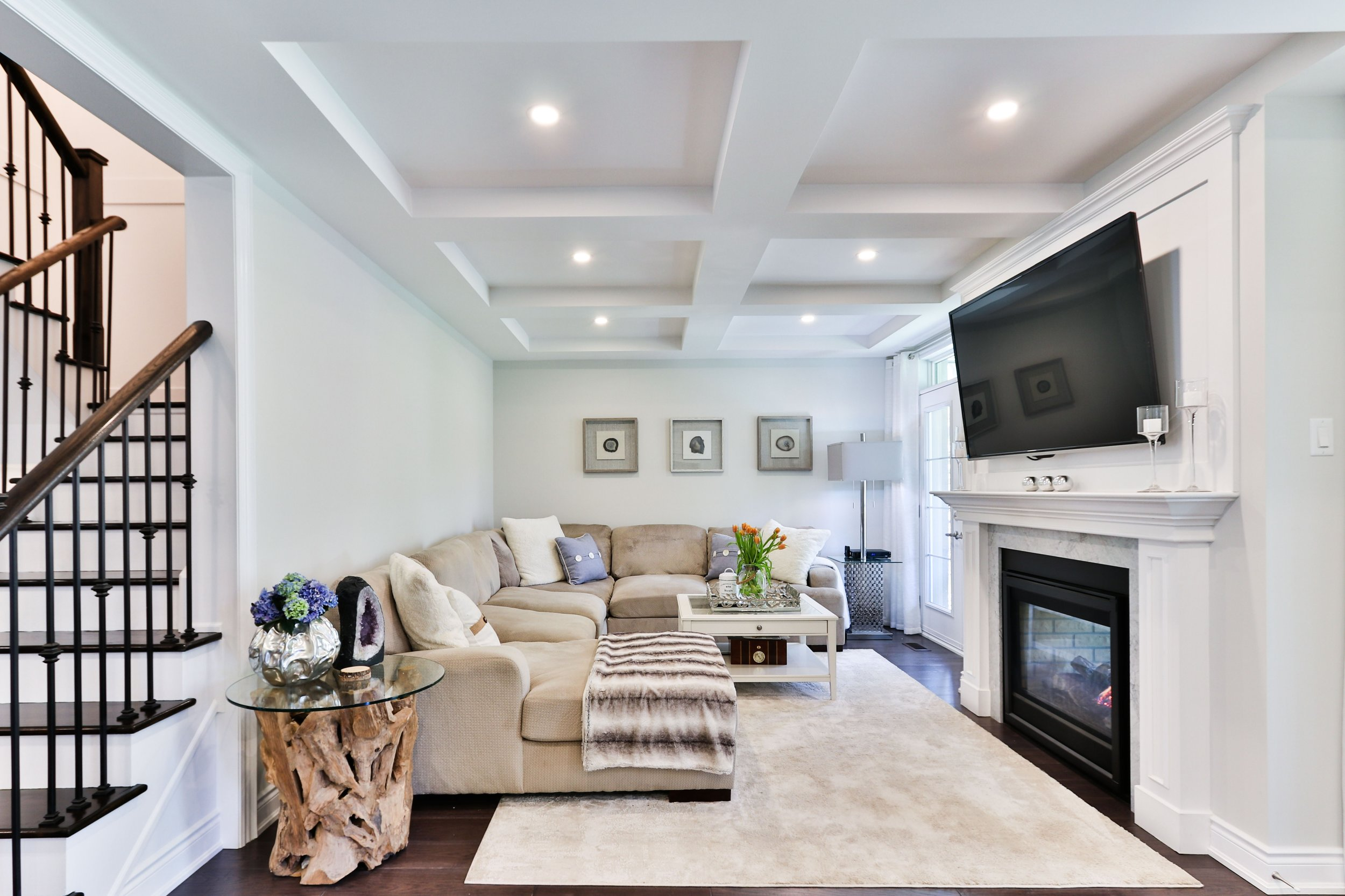 BIZ-LOCATION-real-life-interior-design-compared-to-reality-tv-family-room.jpg