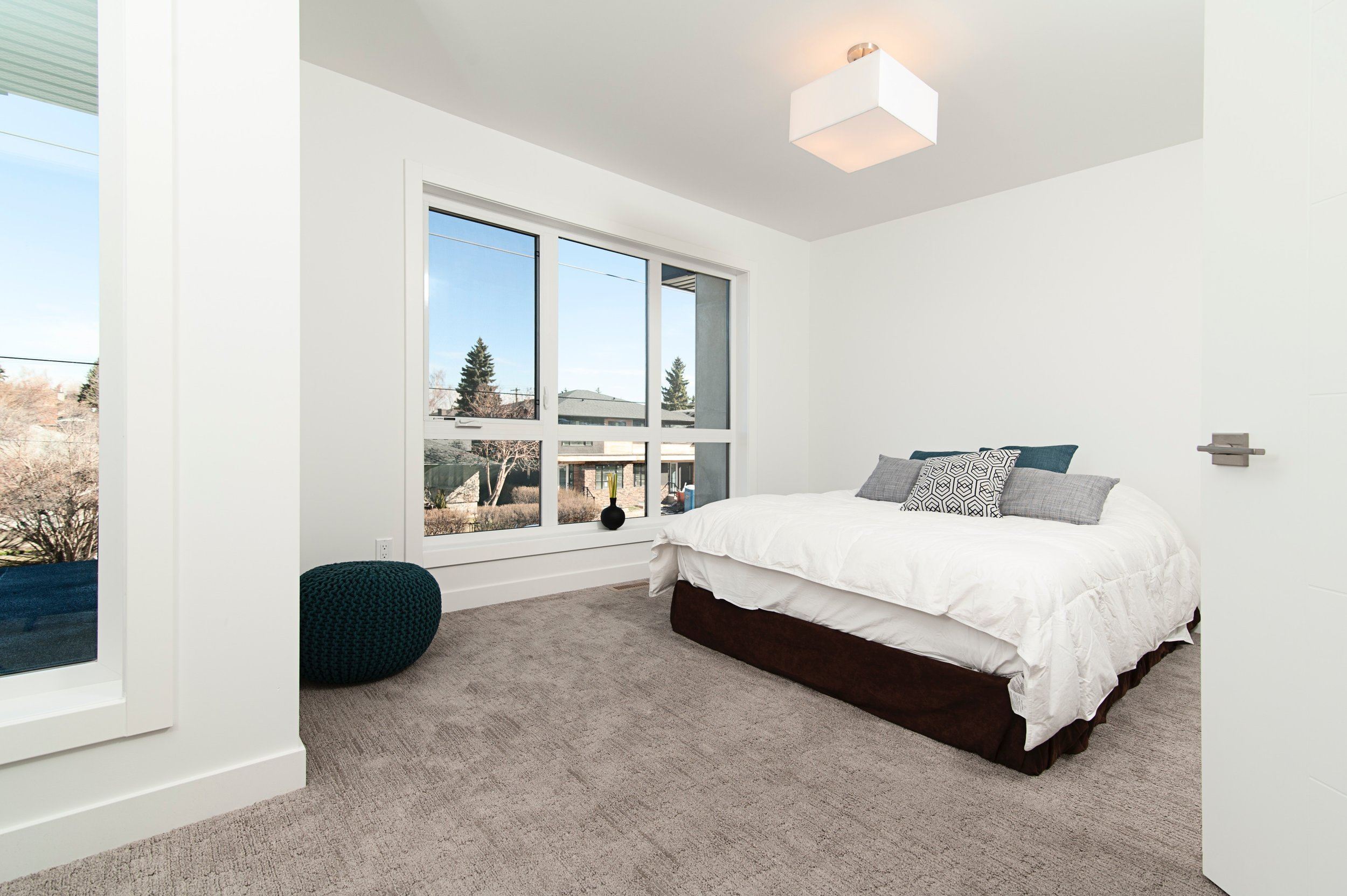 BIZ-LOCATION-real-life-interior-design-compared-to-reality-tv-bedroom-remodel.jpg