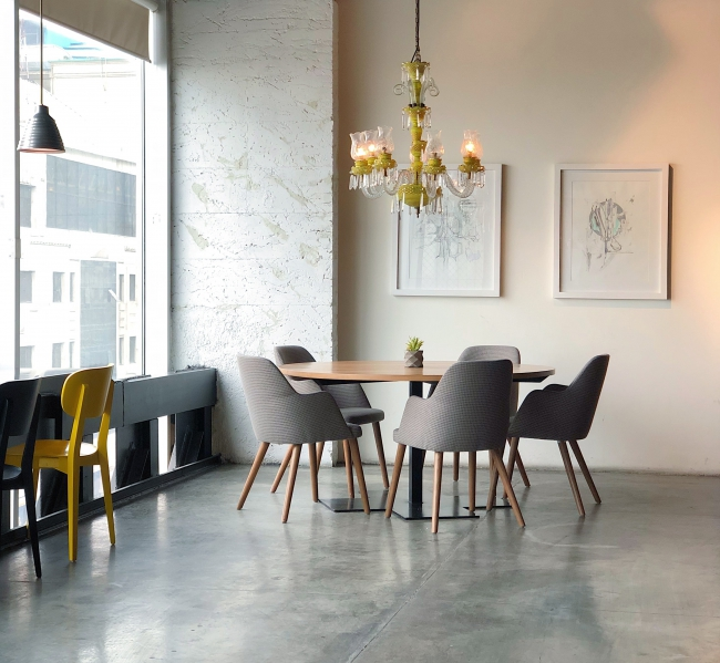 BIZ-LOCATION-real-life-interior-design-compared-to-reality-tv-dining-room.jpg