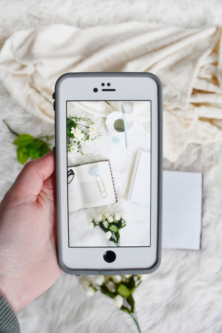 ochre-beige-how-to-share-blog-posts-on-social-media-interior-design.jpg