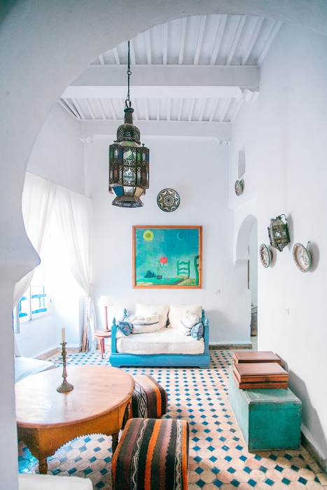BIZ-LOCATION-using-color-in-teal-orange-moroccan-inspired-room.jpg
