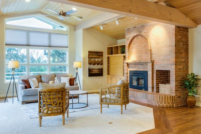 BIZ-LOCATION-living-room-window-coverings-custom.jpg