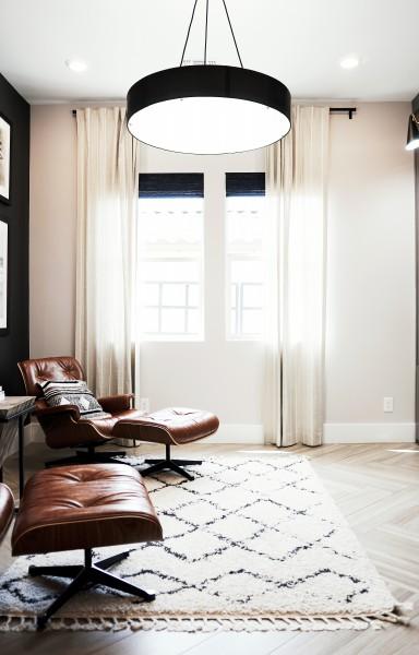 BIZ-LOCATION-how-to-choose-lighting-oversized-living-room-pendant.jpg