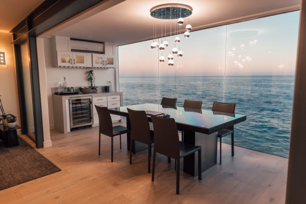 BIZ-LOCATION-how-to-choose-lighting-elegant-pendants-dining-table.jpg