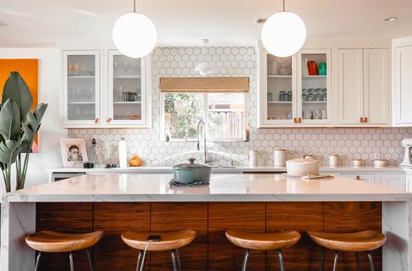 BIZ-LOCATION-how-to-choose-lighting-pendants-kitchen-island.jpg