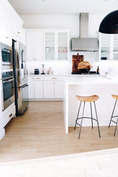 BIZ-LOCATION-how-to-choose-lighting-kitchen-pendant-oversized.jpg