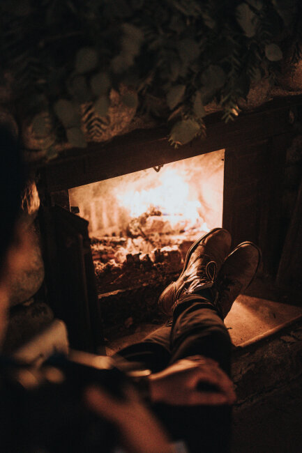 BIZ-LOCATION-fireplace-wood-mantle-pine-cozy.jpg
