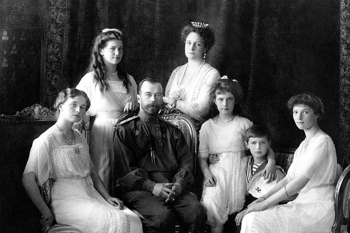 Russian_Imperial_Family_1913.jpg