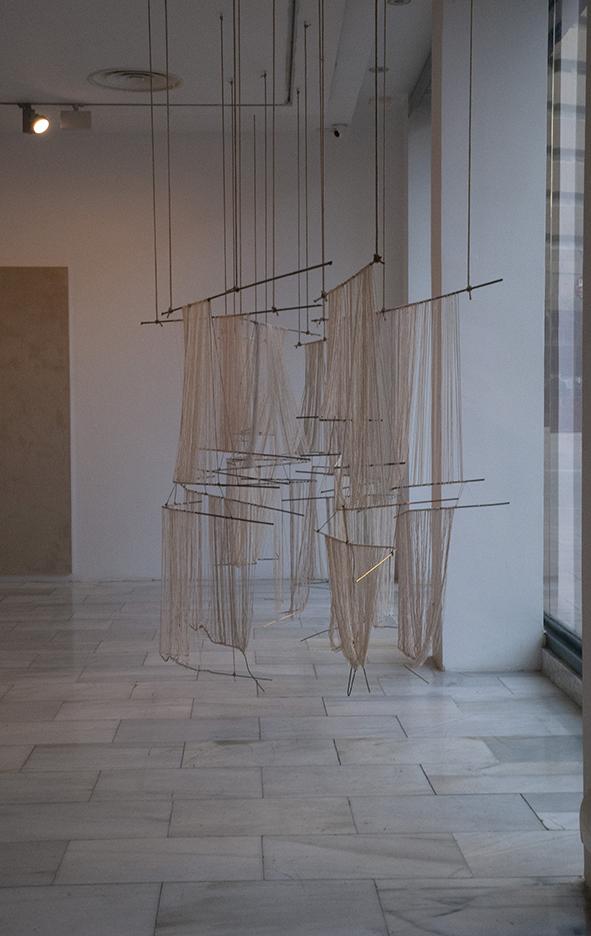 2018 iron, cotton, hemp rope and brass.  200 x 950 x 140 cm installation view at Sala de Arte Joven, Madrid ES