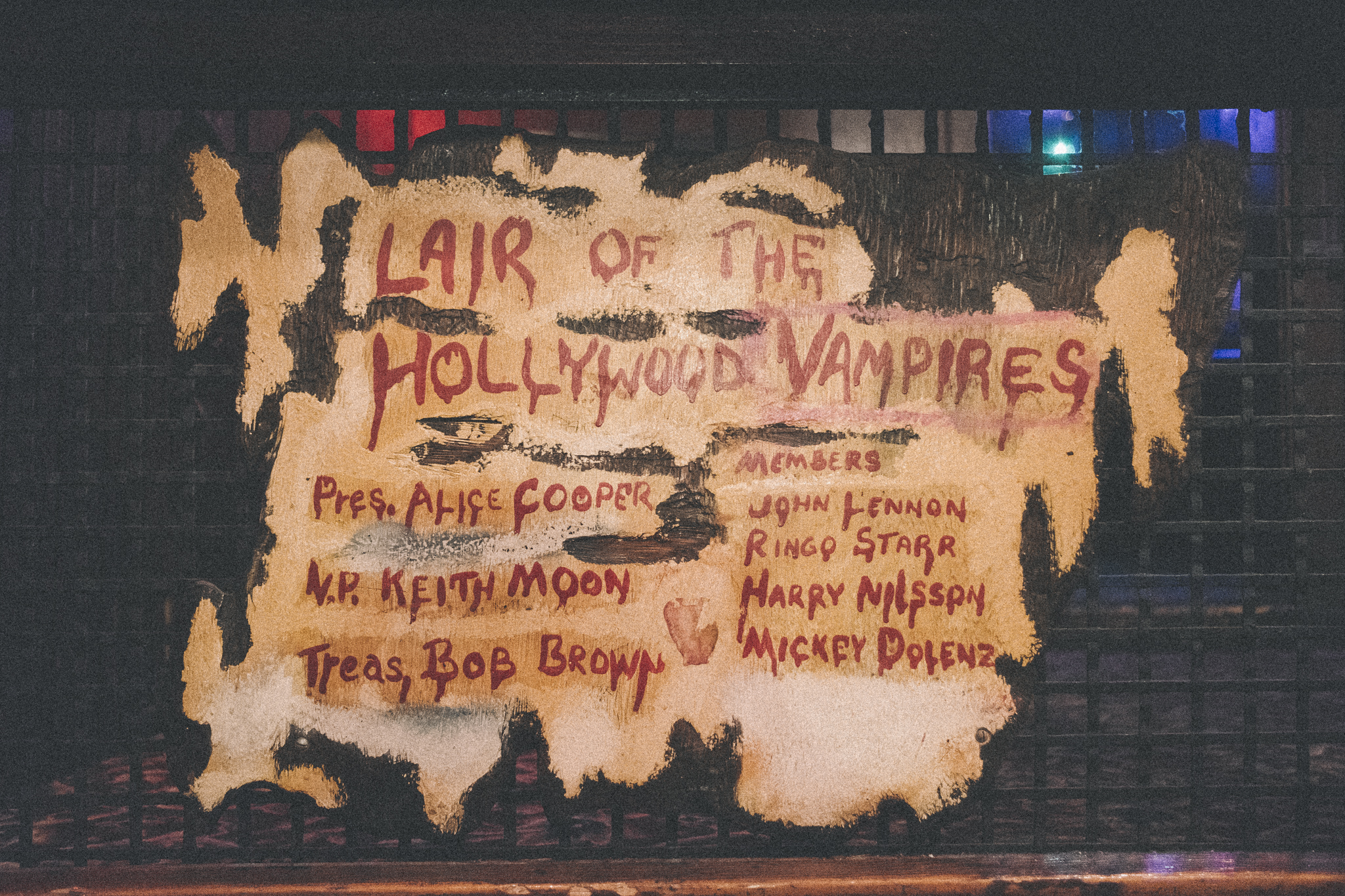 Diese Plakette hängt in der Rainbow Bar. Die Hollywood Vampires trafen sich hier, um sich zu betrinken.