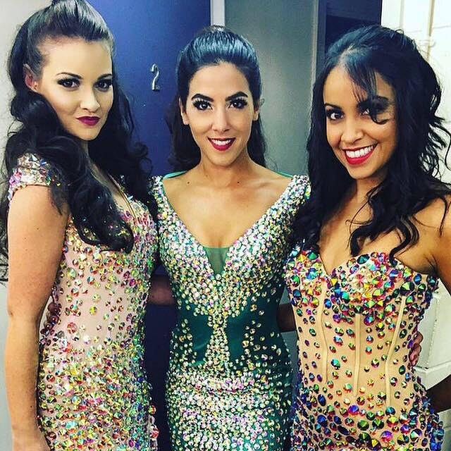Leave a little sparkle wherever you go ✨✨✨✨ #goldstone #sparkle #gold #glitter #queens #trio #sing #girlband