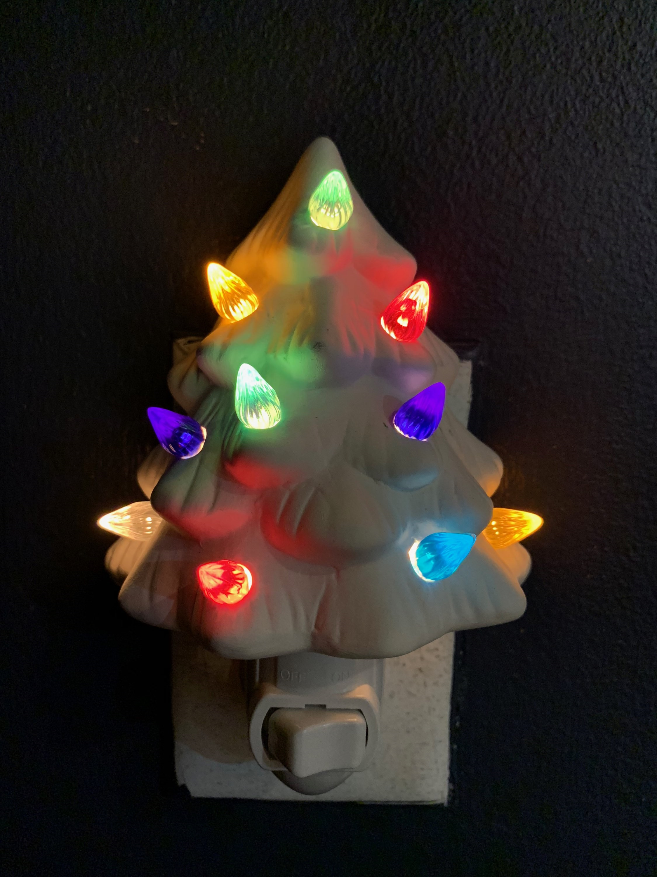 christmas tree night light.2018.in the dark.jpg