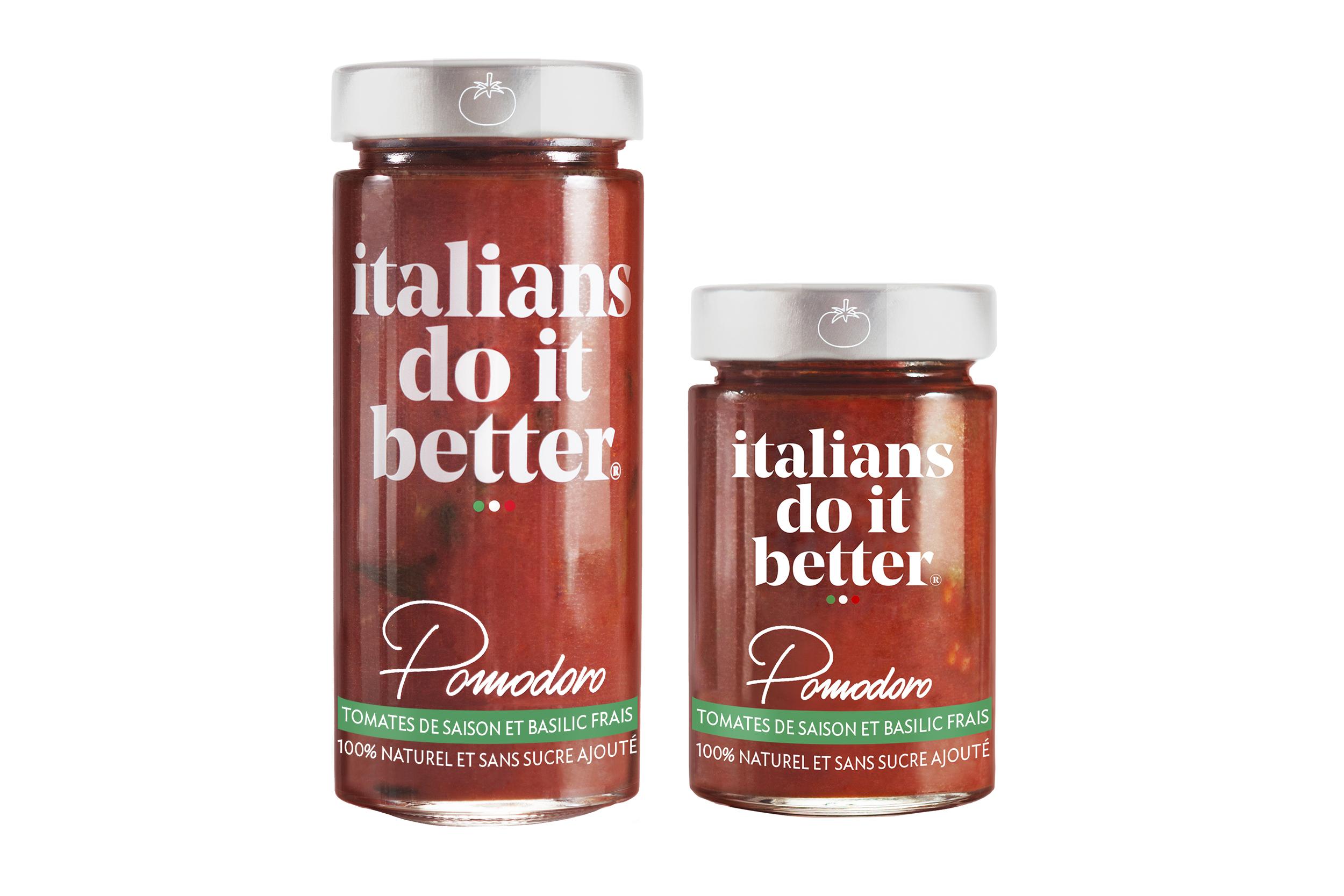 Pomodoro 290g / 190g   Tomates Fraîches (93%), Huile d'Olive Extra Vierge, Basilico Genovese AOP (2%), Ail, Poivre, Sel.  La recette sicilienne traditionnelle de la sauce tomates,  Pomodoro  en italien, et basilic. Une sauce extra légère cuisinée avec des tomates fraîches et gorgées de soleil. A déguster directement avec vos pasta, mais aussi en base de vos Bolognese maison ou comme base à pizza. Existe également en 190g.   How to do it better :  salez l'eau des pâtes, cuire la pasta al dente et faites-la revenir 1 minute à feu doux avec la sauce. Saupoudrez le tout de Parmigiano Reggiano. A cuisiner avec des  spaghetti .